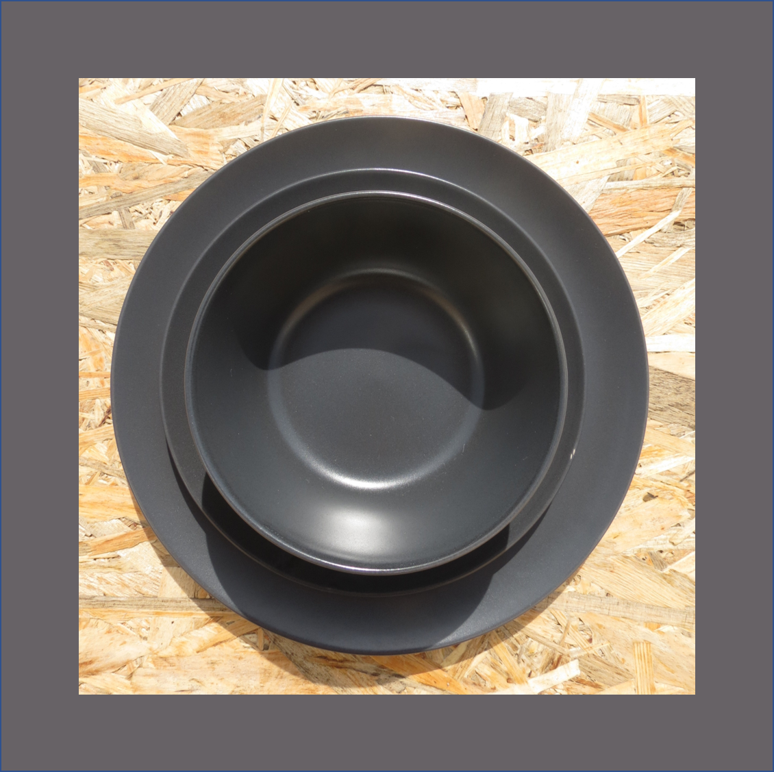 black-crockery
