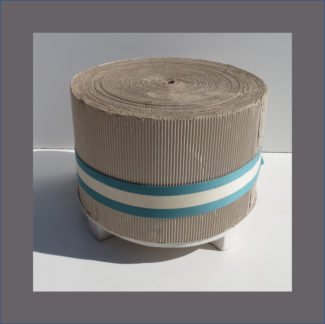 corrugated-card-board-ottoman-round