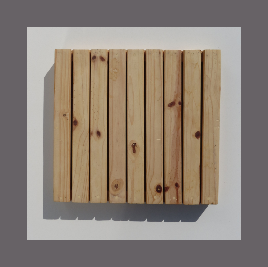 slatted-square-centre-piece-pine