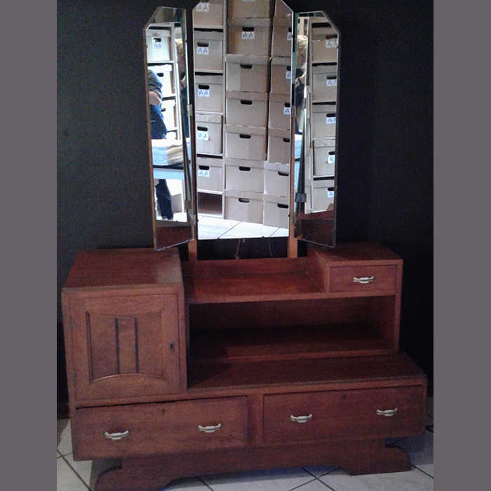 dressing-table-antique