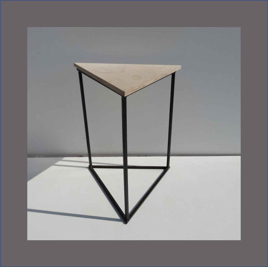triangle-cafe-table