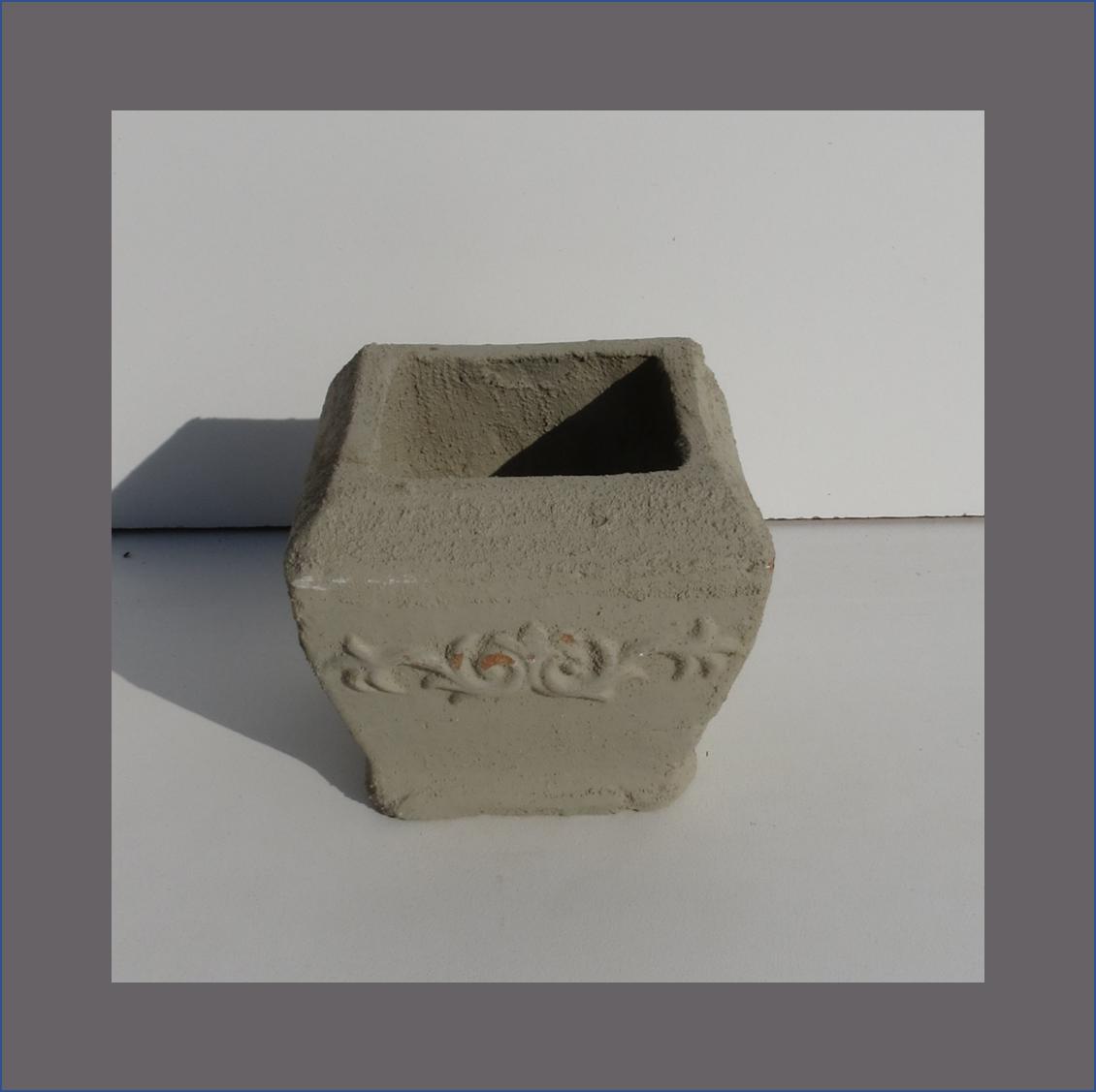 concrete-flower-motive-vase