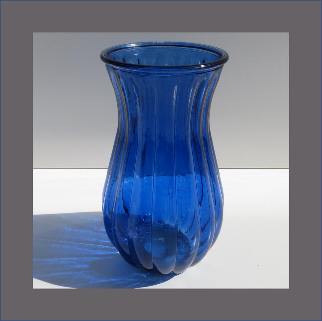 blue-riffle-vase--------