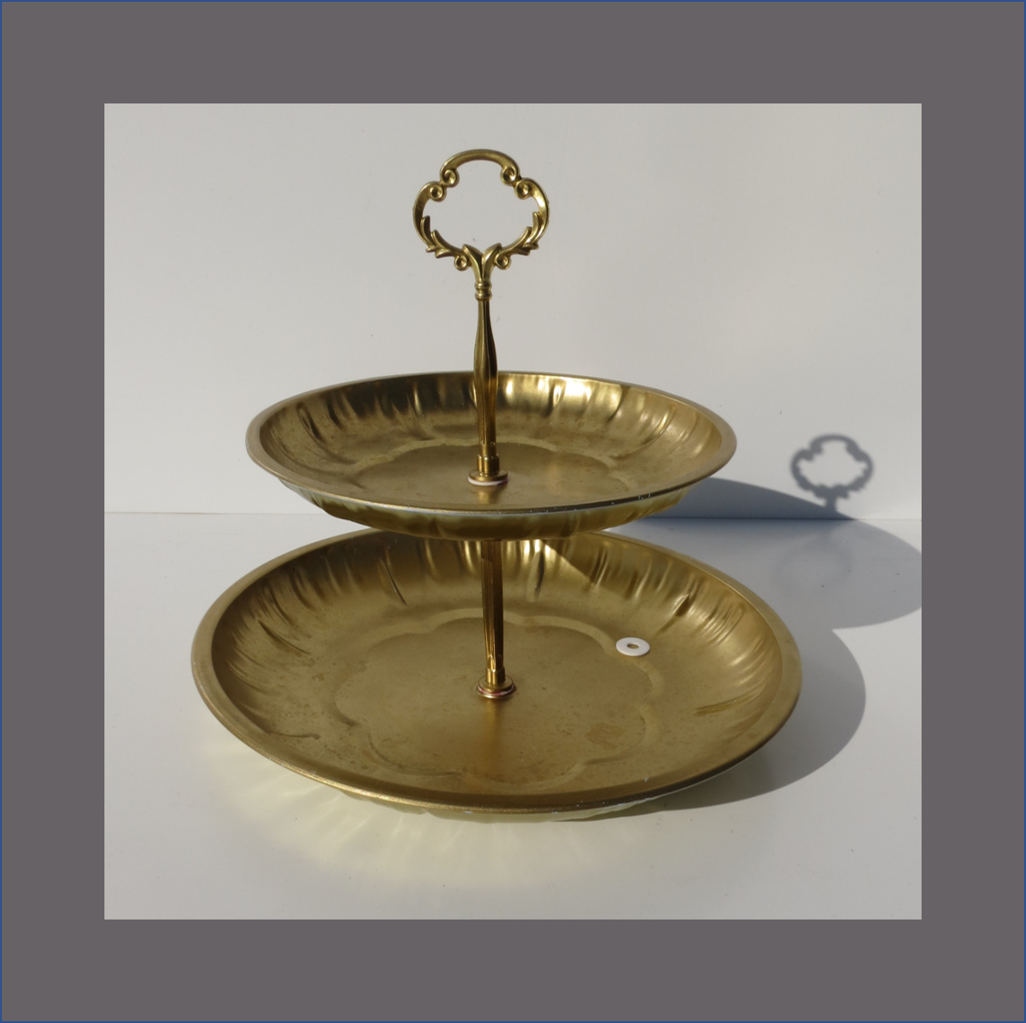 2-layer-vine-cup-cake-stand