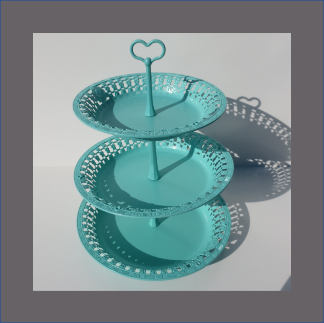3-layer-heart-cup-cake-stand