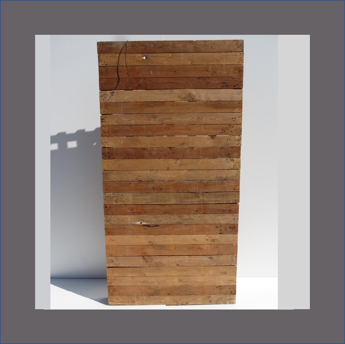 pine-slatted-screen