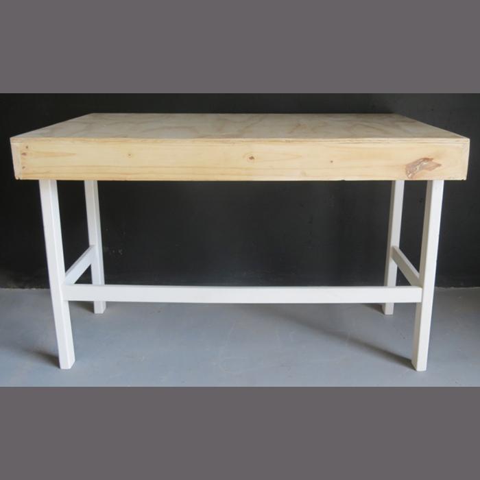 bride-&amp-groom-table